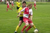 Také letošní ročník I. A třídy nabídne souboj Vikýřovic (žluté dresy) a Loučné nad Desnou.
