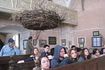 Za poznáním židovských komunit a míst, kde kdysi Židé žili, přijela 10. dubna do Úsova a Loštic skupina dvaadvaceti studentů z Izraele. Prohlédli si hřbitovy a synagogy, a v té loštické si dokonce zazpívali. Na radnici je přijal starosta Loštic.