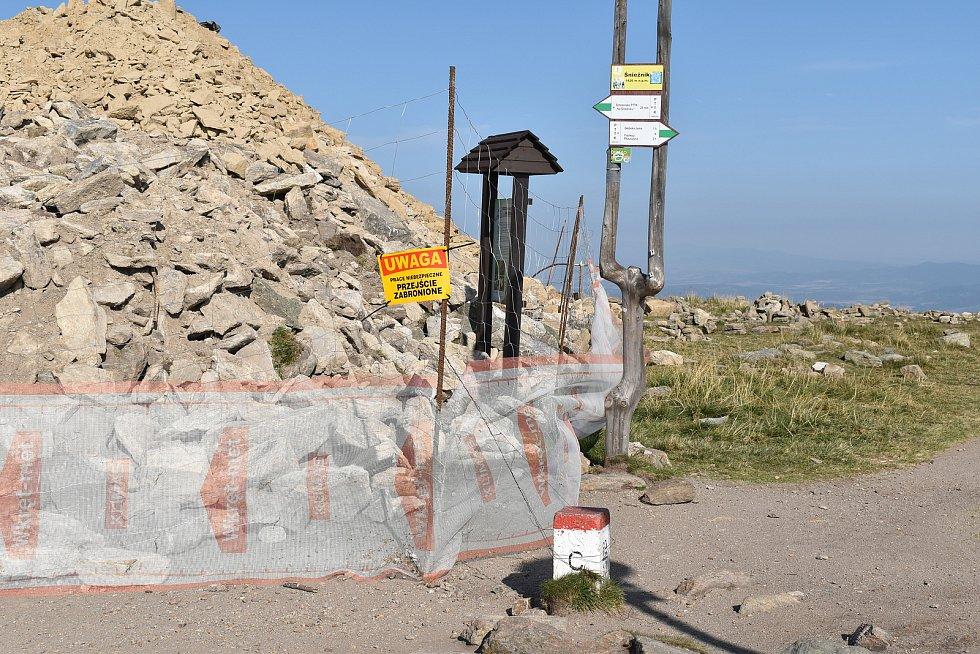 Výstavba rozhledny na Králickém Sněžníku v úterý 22. září.