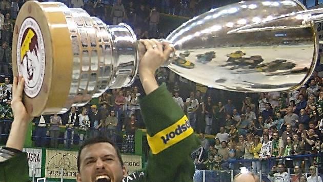 Tenhle pohár si budou moci prohlédnout i šumperští fanoušci