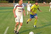 Lubomír Pinkava (vlevo) v dresu Velkých Losin v nedávném derby se Šumperkem