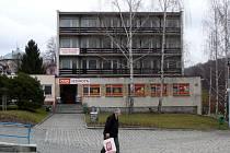 Bývalý hotel Vesmír v Žulové. Místní se obávají, že z něj po prodeji vznikne ubytovna.