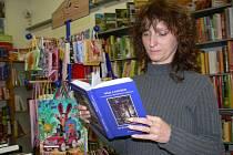 V knihkupectví u divadla v Šumperku je kniha pověstí vydaná dědici autora k dostání od pátku.