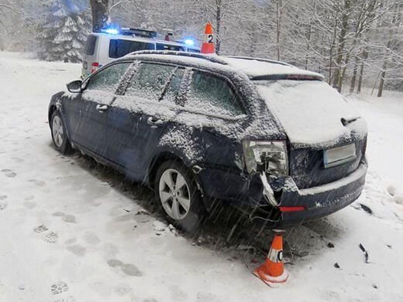 Nehoda řidičky peugeotu u Bělé pod Pradědem
