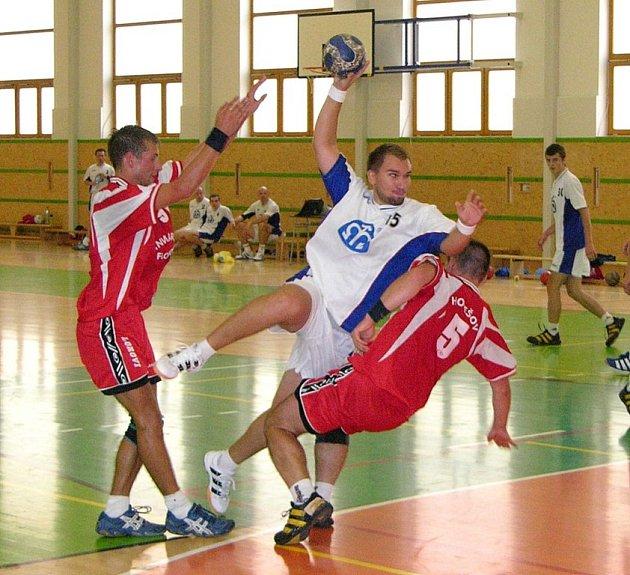 Šumperští házenkáři (na ilustračním snímku v bílém dresu) chtějí konkurovat hokejistům.