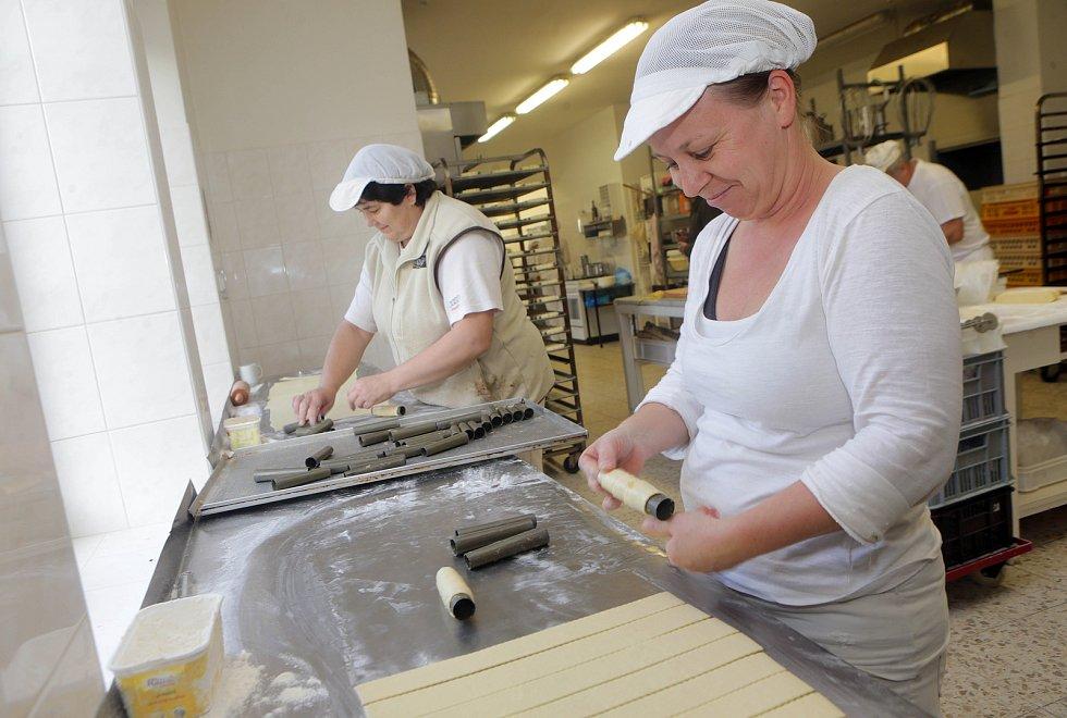 Výrobna tradičních trubiček v Cukrářství u Sněhové trubičky v Libině