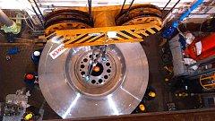 Montáž nového oběžného kola turbíny na Dlouhých Stráních