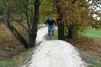 Lipovské stezky nabízejí bikerům celkem osm kilometrů tras od málo náročných modrých vhodných i pro rodiny s dětmi až po těžké černé určené zkušeným jezdcům.