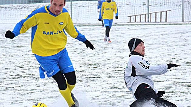 Fotbalisté Šumperku (ve žlutém).