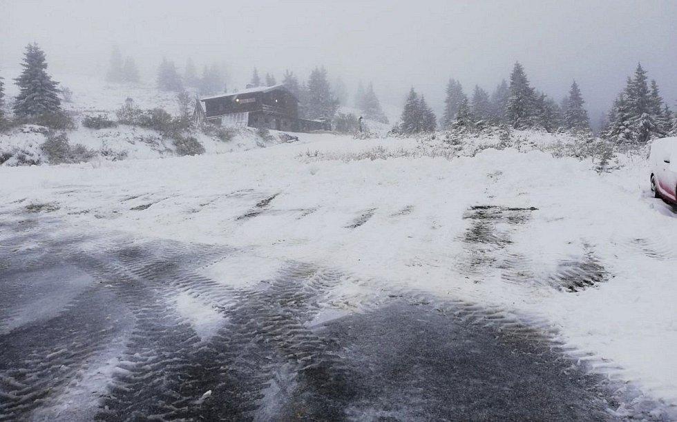 Sníh na Ovčárně, pondělí 12. října 2020