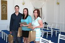 Manželé Lucie a Jiří Hoždorovi a Markéta Smrčková společně pomohli pětadvacetileté dívce, která zkolabovala při těžké srdeční arytmii.