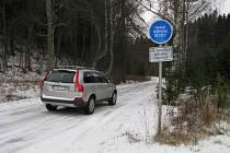 První sníh na silnici mezi Chrasticemi a Hynčicemi pod Sušinou na Staroměstsku.