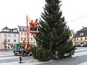 Zdobení vánočního stromu v Jeseníku.
