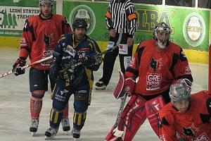 Draci v přípravném utkání s Grenoblem (oranžové dresy)