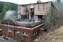 Požár bývalého hotelu v Kladkách. Škoda 400 tisíc korun.