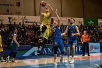 BK Olomoucko (ve žlutém) proti Opavě. Ilustrační foto