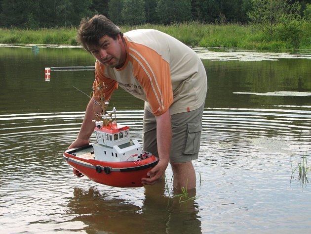 Spouštění lodí na vodu bylo slavnostní.