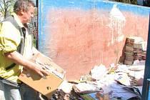 Starý papír zůstává pro děti možností, jak získat nějakou tu korunku navíc.