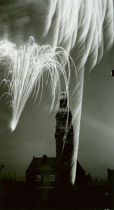 6. Májové oslavy v Prostějově v roce 1980 byly zakončeny slavnostním ohňostrojem.