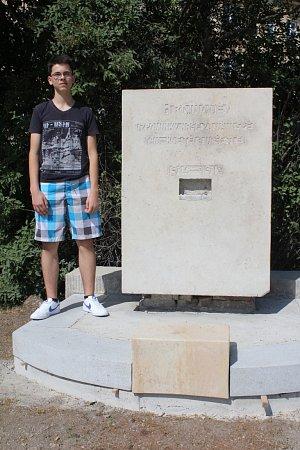Richard Lázna upomníku padlých vojáků zprvní světové války, který vtěchto dnech prochází rekonstrukcí.