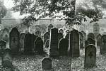 Panorama hřbitova v pohledu směrem k dnešní škole je vytvořené z fotografií, které byly pořízeny před vytrháním náhrobků asi v roce 1943
