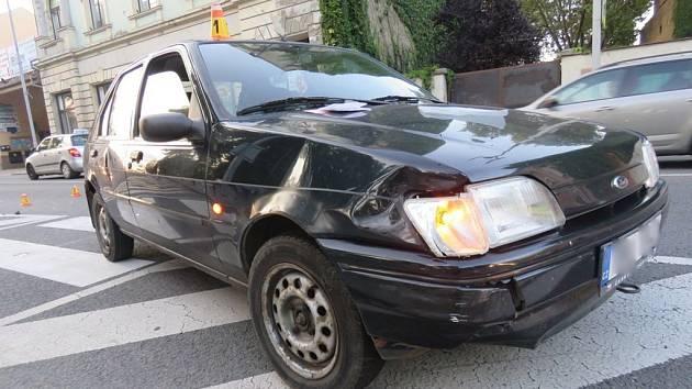 Dva mladíci se srazili u přechodu v centru Prostějova. Výsledkem je zranění náctiletého motorkáře.