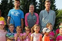 Petra Kvitová, Tomáš Berdych a Jiří Veselý vítali děti na první hodině tenisové školy v Prostějově