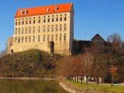Dnes se Plumlovskému zámku blýská na lepší časy. Opravu shořelé střechy zaplatila pojišťovna a město získalo od ministerstva kultury peníze na jeho postupnou obnovu a otevírání veřejnosti.