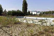Stav plaveckého areálu za Kosteleckou ulicí - polovina září 2011