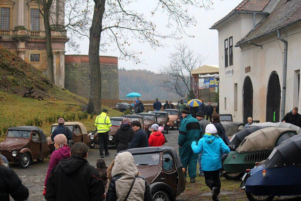 Sraz velorexů na plumlovském zámku