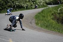 Vyznavači longboardů z celé střední Evropy se sjeli do Konice. Zkusili se popasovat s tratí plnou zatáček.