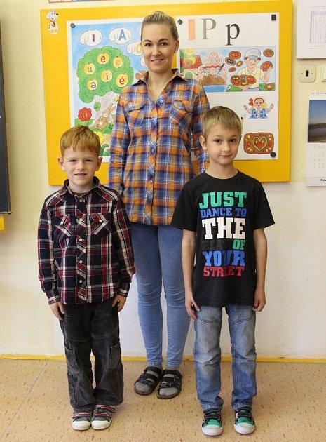 Prvňáčci střídní učitelkou Zuzanou Navrátilovou vZŠ Bratrušov