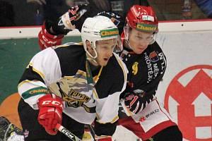Hokejisté Prostějova (v černém) proti Kadani. Ilustrační foto