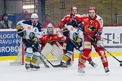 Hokejisté Prostějova (v červeném) zdolali Kladno po nájezdech 4:3 a snížili stav čtvrtfinálové série na 1:2. Foto: Deník/Jan Pořízek