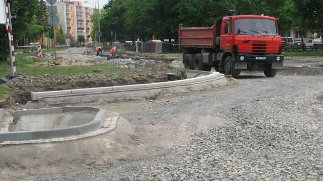 Na anglické se buduje další rondel.