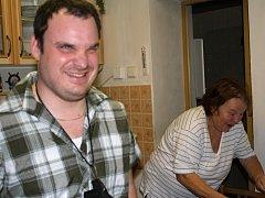 Radek Štipčák žije sám s mámou
