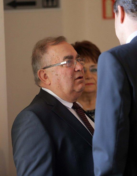František Tuhý u prostějovského soudu v Prostějově