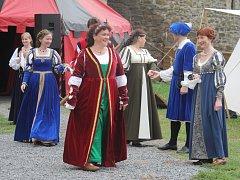 Davy lidí v sobotu přilákal na plumlovský zámek středověk. S družinou dorazil také Jan z Pernštejna, řada udatných rytířů i tanečníci.