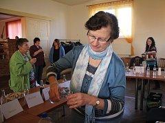 Mezi dvaaosmdesáti vzorky sedmé Vranovské štamprle se objevily i speciality. Nechyběla například pálenka z malin nebo jalovce.