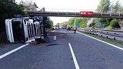 Nehoda kamionu a dvou osobních aut na D46 u Držovic