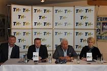 Předvánoční tiskovka agentury TK PLUS: (zleva) Tomáš Cibulec, Petr Chytil, Miroslav Černošek majitel TK PLUS, Petra Černošková, ředitelka tenisových projektů TK PLUS. 20.12. 2019