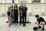 ZUŠ Open v Prostějově: žáci dramatického odboru předvedli pouliční divadlo.