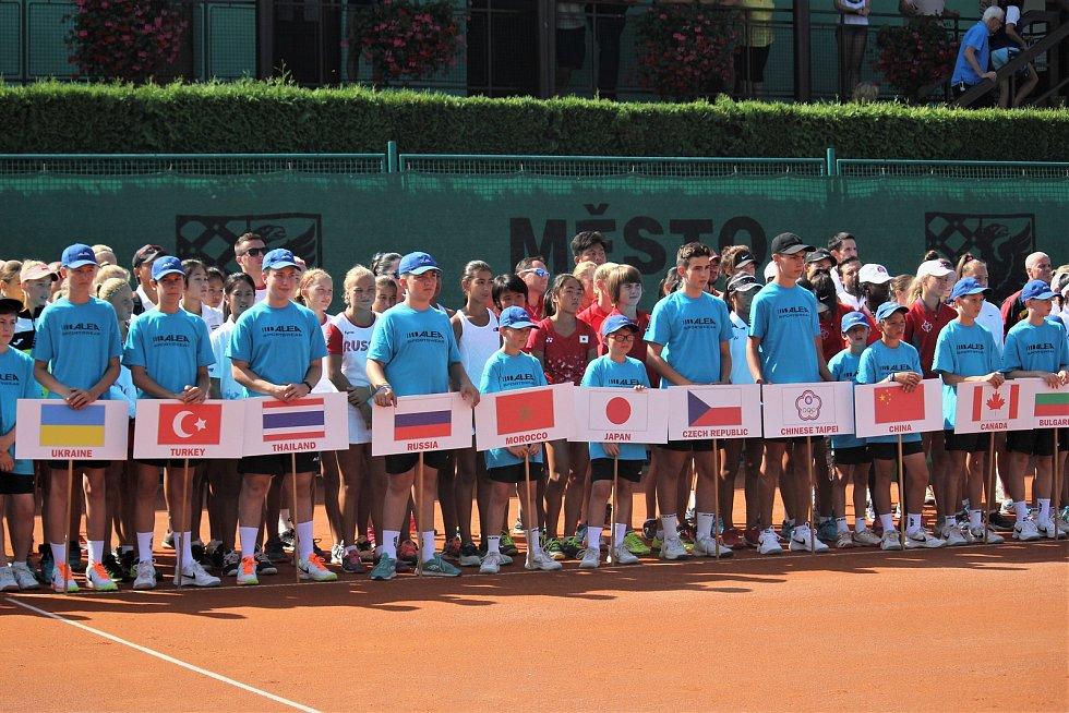 TENISOVÉ NADĚJE. V pondělí 8. srpna odstartovalo tenisové Mistrovství světa družstev do 14 let, které už podvacáté v řadě hostí město Prostějov.