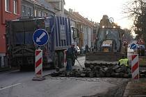 Práce na silnici ve Vrahovické ulici. Ilustrační foto