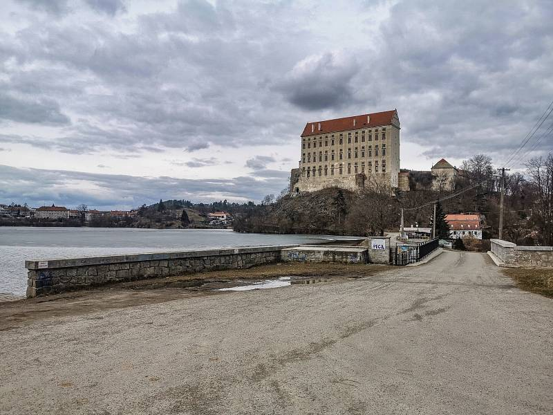 Zámek Plumlov a jeho okolí z dronu a z fotoaparátu.