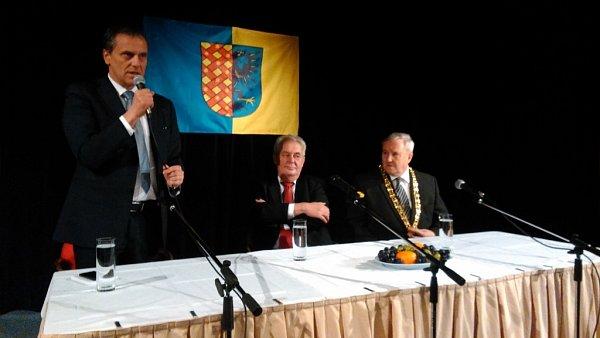 Prezident Zeman vKulturním klubu Duha vProstějově, vpravo na snímku primátor Prostějova Miroslav Pišťák
