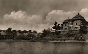 Stavbu zahájil v srpnu 1912 vrchní zemský stavební rada Karel Navrátil. Po vypuknutí první světové války byla práce na přehradě v srpnu 1914 přerušena.