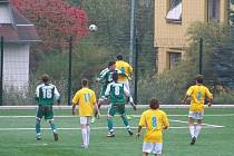Fotbalisté Konice (ve žluto-bílém)