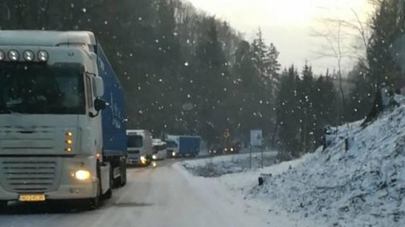 Hlavní tah na Protivanov, byl ve čtvrtek ráno mezi Oklukami a Malým Hradiskem neprůjezdný.
