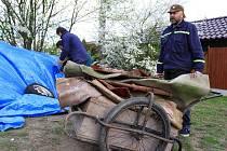 Sběr odpadu v Olšanech